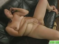 Mature gets a creampie inside her pussy