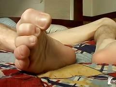 Flirty sexy toe twink blinx wanks out