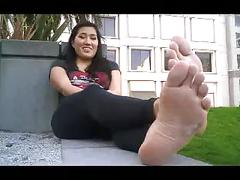 Css-5'3 gorgeous chick size 10 deadly stinky soles!!!