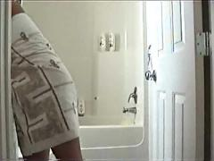 Milf hidden masturbation in the shower