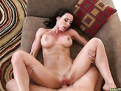 The sexy milf kenddra getting her juicy pussy pounded!