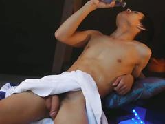 Raw thai twink wanks out in shower