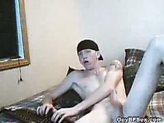 Amateur twink strips naked for his fans