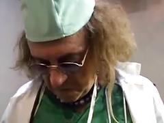 Razz- il dottore la visita proprio bene