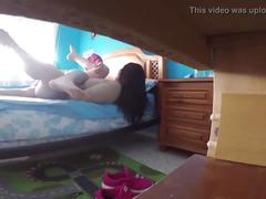 Pareja madurita poniendose cerda en la habitacion de los niños gui016