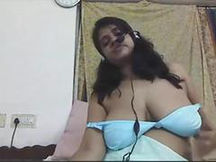 Indian amateur big boob poonam bhabhi on live cam show masturbating