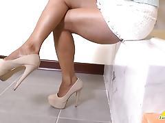 Chubby latina lucia solo masturbation