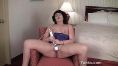 Naughty bbw amber fingering her slit