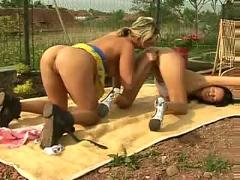 Outdoor lesbo love