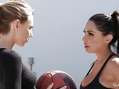 Lesbian lela star and carter cruise lesbian minge munching action