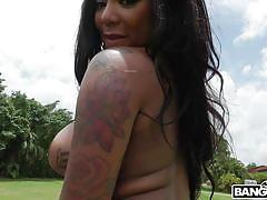 Curvy black babe would rather suck cock than wash cars