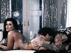 Romi rain seduced the masseur