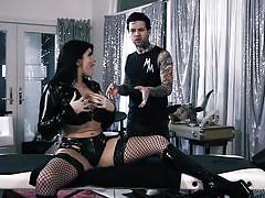 Romi rain seduced the masseur