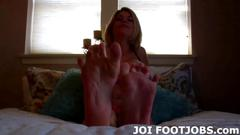 Super hot blonde wants to have her toes sucked