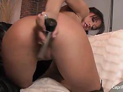 Gorgeous capri cavanni toys her warm pussy