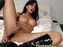 Babe inserts an huge dildo in her pussy