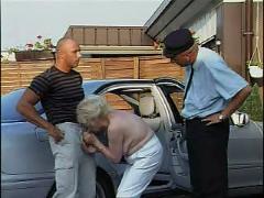 Mature - german classy grannies im auto vernascht