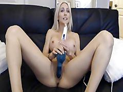 Blonde masturbating on webcam - bundasafada.com