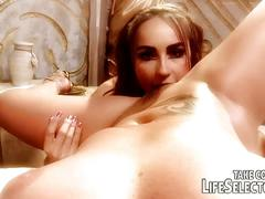 Cleopatra gets a pussy massage and cunnilingus