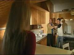 Vizio di famiglia scene 1 jk1690
