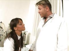 Brunette seduces doctor