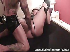 Bodybuilder fisting his wifes snatch