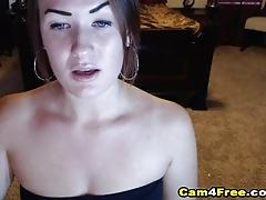 Naughty babe squirts after fucking her pussy