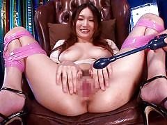 Horny milf gets more pleasure with sex toys than with a real dicks