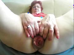 Sexy granny masurbate in front of cam