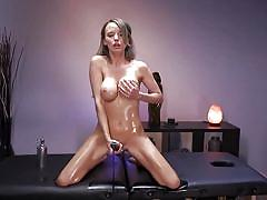 Horny milf has slippery solo session