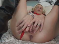 Leaked milf sextapes. blonde mom toys and fucks