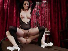 Slim tranny screwing busty milf