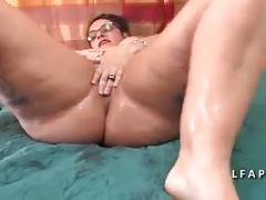 Bbw maman femme fontaine se fait dilater le cul