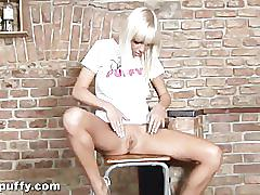 Natali blond making her pussy tremble