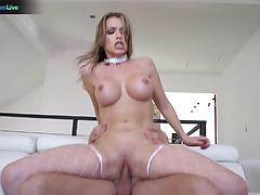 Hottie courtney cummz spreading wide for hardcore fuck