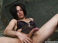 Amaerican tranny with big cock jerking off