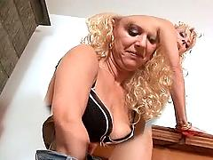 Amateur mom sucks and fucks