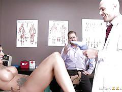 Slutty sensual patient gets fucked