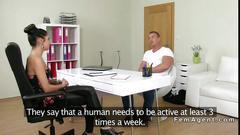 Muscled amateur dude fucks female agent