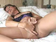 Amateur wife in ripped pantyhose loves masturbating
