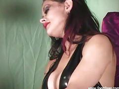 erotic, fetish, footdivas.com, fishnets, heels, feet, raven, lingerie, leather, massage, old man