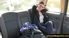 Tattooed cabbie les pussylicked and fingered