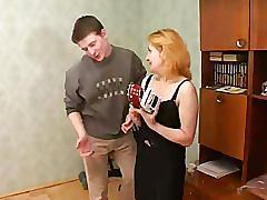 Moden kvinde og ung fyr - 10 (danish title)