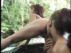Solveig &amp; leanni lei -- bathtub lesbians