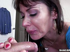 Juicy creampie oozes out
