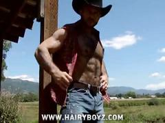 Hairy cowboy wanks ou solo outdoors