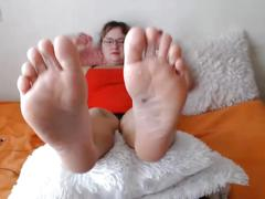 Curvy milf with great feet in your face no sound