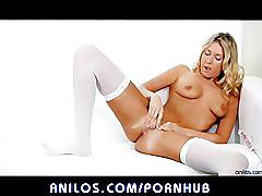 Alysha rylee fucks her hot pussy