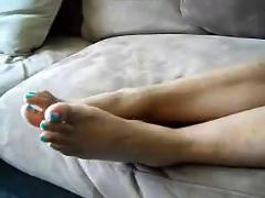 Ms. lolette-pretty toes, arches, and wrinkled soles