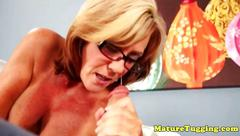 Bigboobs cougar mature with spex tugging